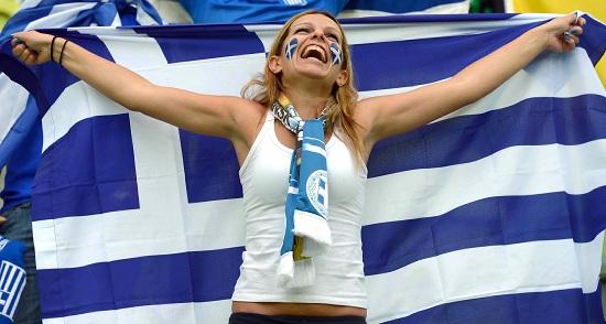 Una tifosa della Grecia (Infophoto)