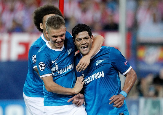 Smolnikov e Hulk esultano dopo un gol del brasiliano (Infophoto)
