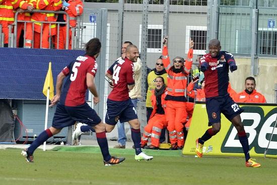 Victor Ibarbo esulta dopo il primo gol in questa stagione (Infophoto)