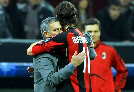 Zlatan Ibrahimovic saluta José Mourinho in un Milan-Real Madrid (Infophoto)