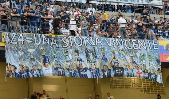 Lo striscione per Javier Zanetti in Inter-Lazio dello scorso anno (Infophoto)