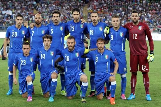 L'Italia schierata a Bari per l'amichevole contro l'Olanda (Infophoto)