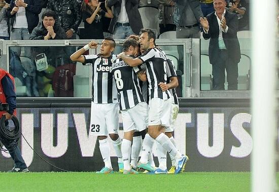 La Juventus esulta: i bianconeri sono a punteggio pieno (Infophoto)