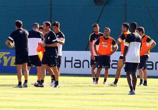 La Juventus al ritiro nell'estate 2014 (Infophoto)