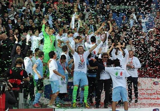 La Lazio festeggia la Coppa Italia 2012-2013 (Infophoto)