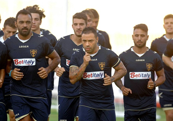 Il Lecce in allenamento: i salentini hanno ancora 0 punti (Infophoto)