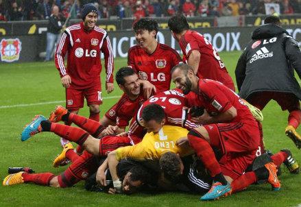 Il Bayer Leverkusen festeggia un gol