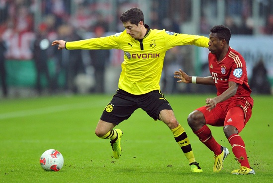 Robert Lewandowski contro David Alaba (Infophoto)