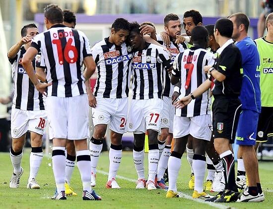 Gruppo di giocatori dell'Udinese (Infophoto)