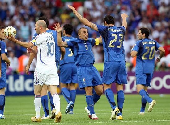 Marco Materazzi ha appena segnato il gol del pareggio a Berlino, il 9 luglio 2006 (Infophoto)