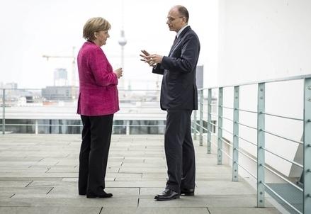 Angela Merkel ed Enrico Letta (Infophoto)