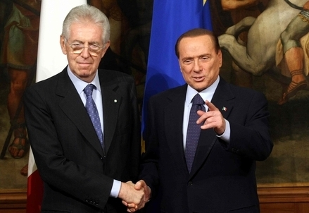 Monti e Berlusconi (Infophoto)