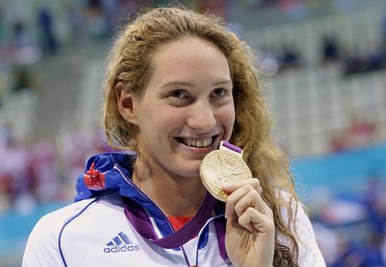 Camille Muffat con la medaglia d'oro dei 400 stile libero alle Olimpiadi di Londra (Infophoto)