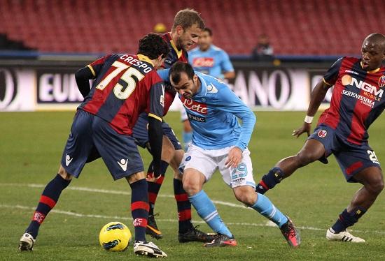 Un'immagine di Napoli-Bologna dello scorso campionato (Infophoto)