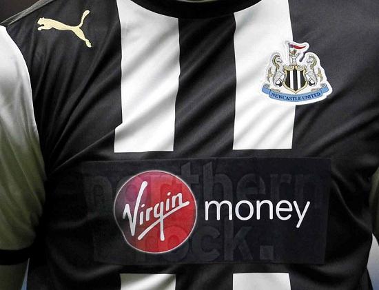 La maglia del Newcastle (Infophoto)