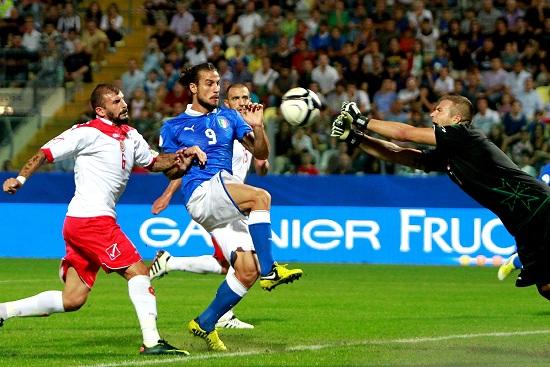 Osvaldo nella partita d'andata (Infophoto)