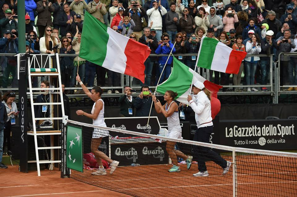 L'Italia festeggia a Brindisi: battuti gli Stati Uniti (dall'account ufficiale facebook.com/FedCup)