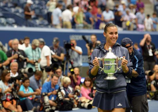 Flavia Pennetta con il trofeo degli Us Open 2015 (Infophoto)