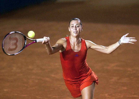 Flavia Pennetta in campo ad Acapulco (Infophoto)