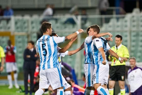 Il Pescara esulta dopo un gol (Infophoto)