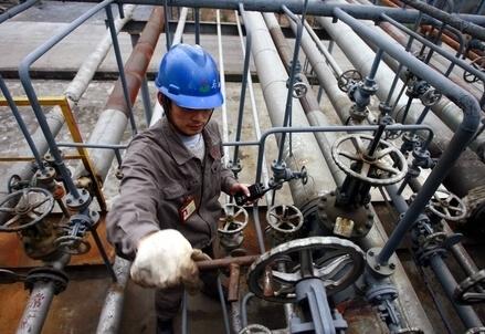 Un impianto petrolifero (Infophoto)