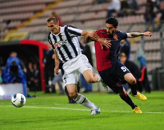 Mauricio Pinilla, ex della partita (Infophoto)