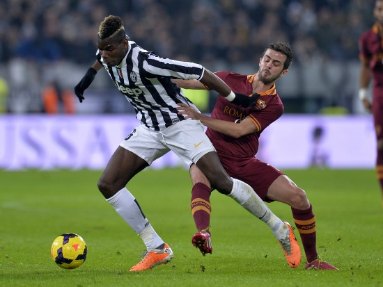 Paul Pogba contro Miralem Pjanic (Infophoto)