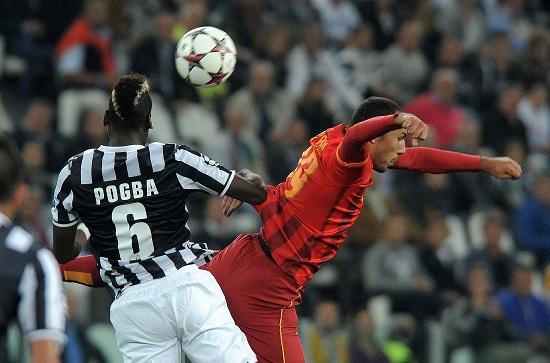 Paul Pogba contro Umut Bulut nella partita di andata (Infophoto)