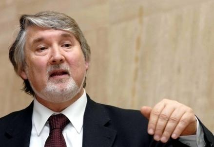 Il ministro del Lavoro Giuliano Poletti (Infophoto)