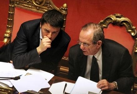 Matteo Renzi e Pier Carlo Padoan (Infophoto)