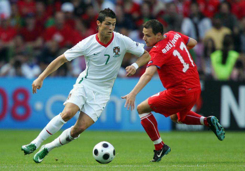 Repubblica Ceca e Portogallo qui in campo a Euro 2008 (Infophoto)