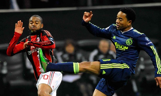 Robinho contro l'Ajax, stagione 2009-2010 (Infophoto)
