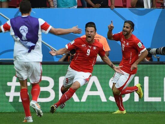 Haris Seferovic esulta per il gol contro l'Ecuador (Infophoto)