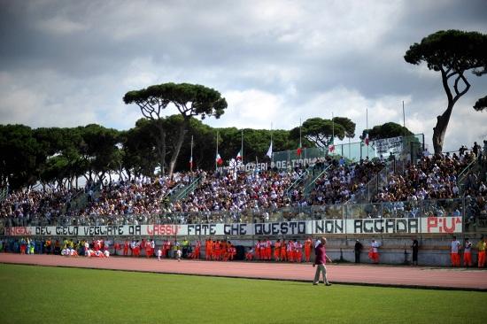 Lo stadio di Viareggio (Infophoto)