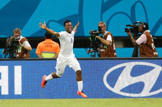 Daniel Sturridge, 24 anni, esulta dopo il gol realizzato contro l'Italia (Infophoto)