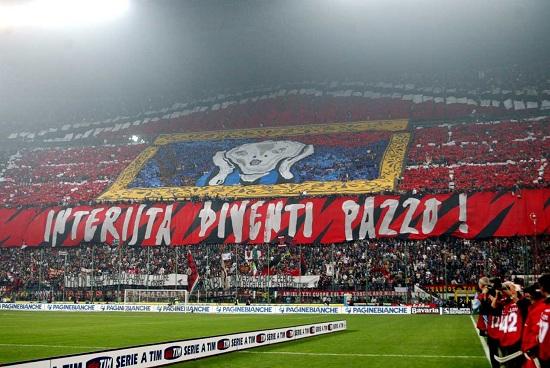 la curva Sud di San Siro, casa dei tifosi del Milan (Infophoto)
