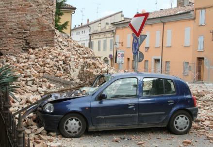Il crollo della Torre dell'Orologio a Finale Emilia (InfoPhoto)