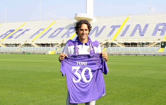 Luca Toni è tornato a Firenze (Infophoto)