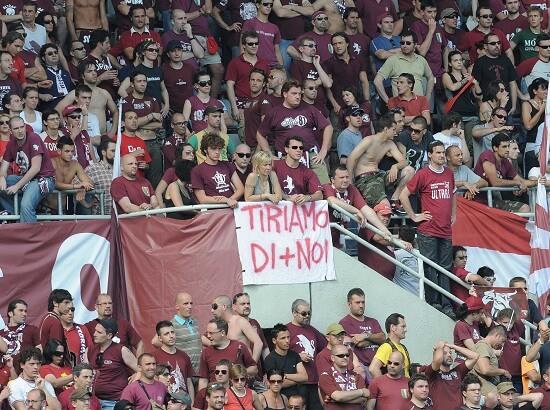 Tifosi del Torino a Marassi (Infophoto)