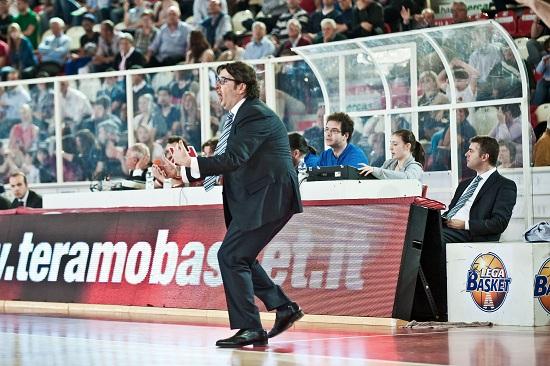 L'allenatore di Cantù Trinchieri (Infophoto)