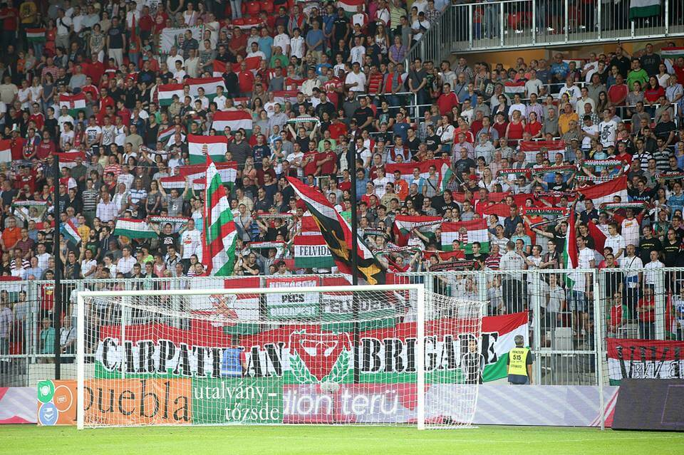 Tifosi dell'Ungheria (Infophoto)