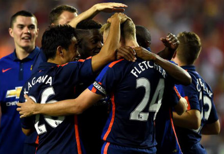 I giocatori del Manchester United festeggiano la vittoria contro l'Inter