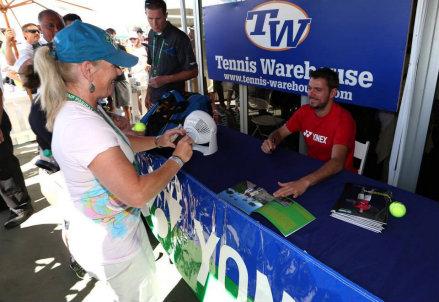 Stanislas Wawrinka firma autografi a Indian Wells