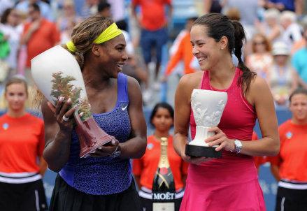 Serena Williams (32 anni) con Ana Ivanovic (26) subito dopo la finale di Cincinnati