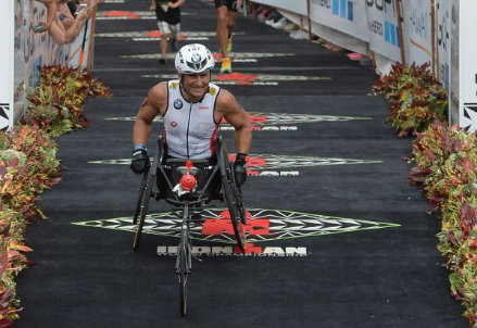 L'arrivo di Alex Zanardi alle Hawaii nell'IronMan World Championships