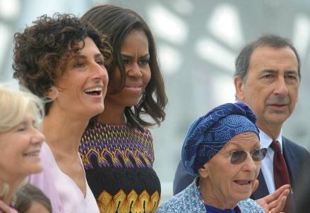 Foto di gruppo all'Expo. A sinistra Agnese Landini (Infophoto)