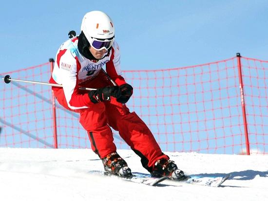 Fernando Alonso in versione sciatore a Madonna di Campiglio (Infophoto)