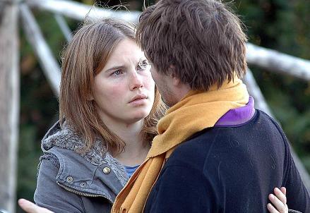 Amanda Knox e Raffaele Sollecito nel novembre 2007 (Infophoto)