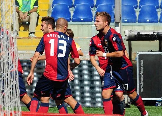 L'esultanza dei giocatori del Genoa (INFOPHOTO)