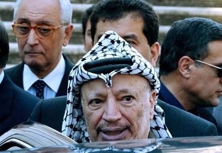 Yasser Arafat (1929-2004) in visita a Roma nel 2001 (Infophoto)